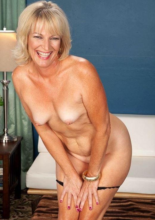 Schöne reife Frau nackt und freizügig