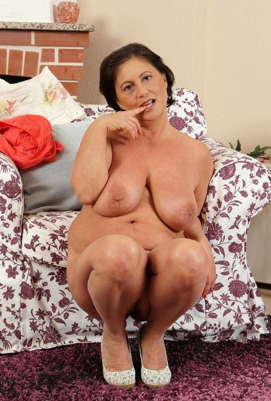 Schöne reife Frau mit geilen dicken Titten